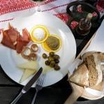 3070 -Solaris Dalmatian Ethno Village _gastro_offer_prosciutto_olives_wine